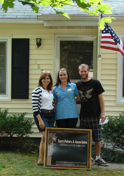 Terri Peters with Happy New Home Owners